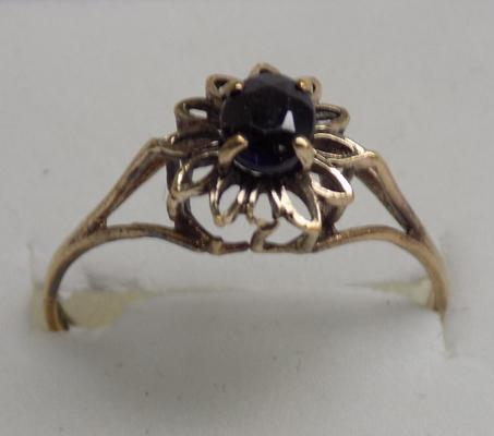 9ct gold sapphire flower ring, size P