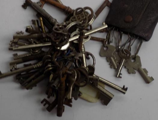 Selection of old keys for drawers, locks etc...