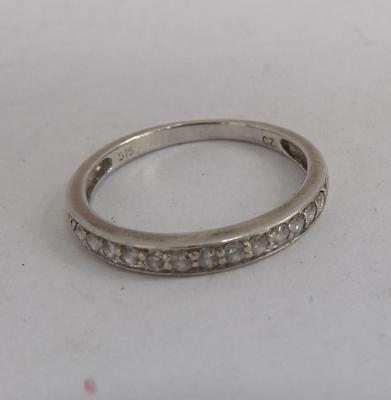 9ct gold half eternity ring, size K 1/2