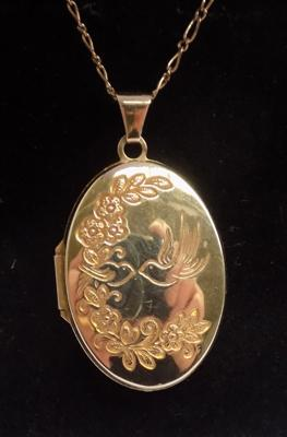 9ct gold chain & locket, patterned front & verse on back, 18 inch chain