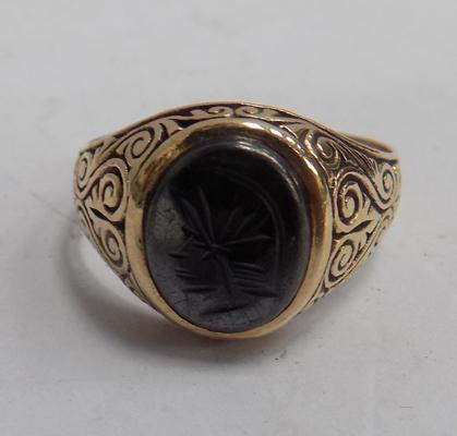 9ct gold hermatite Centurian's Head ring, size V