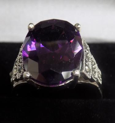 Silver amethyst & marcasite ring