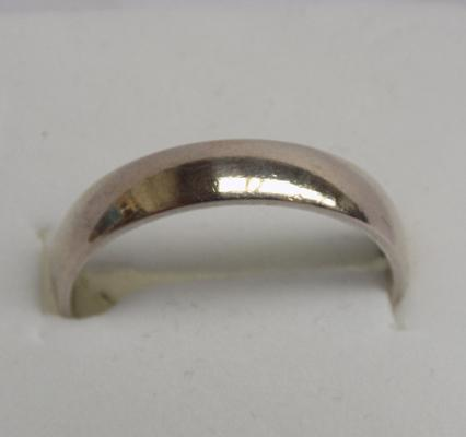 9ct white gold ring, size O 1/4
