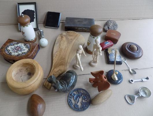 Selection of mixed collectables, incl. treen, cigarette box & vintage items