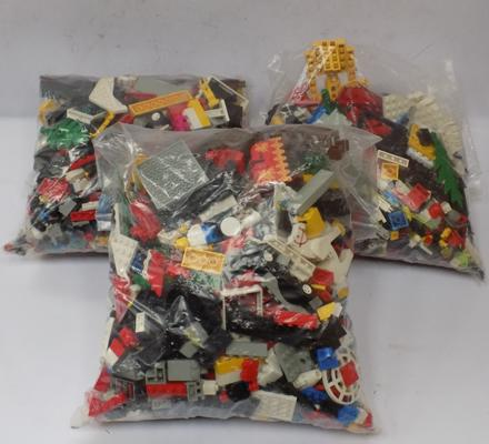 3 heavy bags of vintage Lego