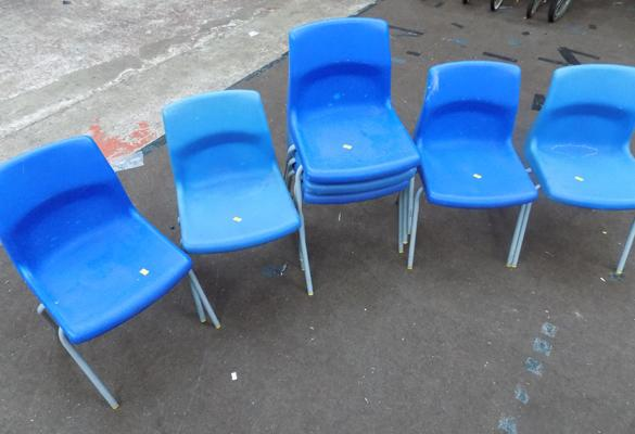 7 x children's stacking chairs