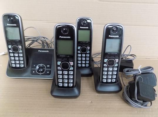 4 Panasonic handset telephones with battery system