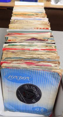 Box of singles, mainly 1950's/1960's