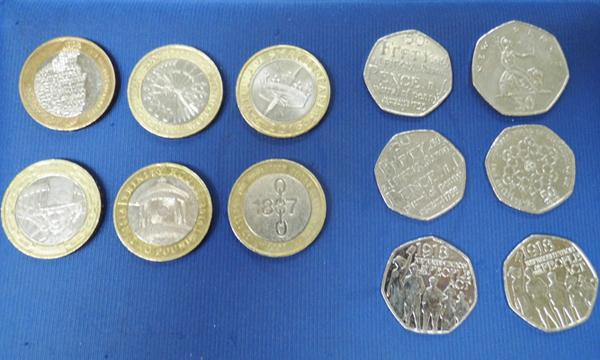 6x collectable £2 coins and assorted 50p's