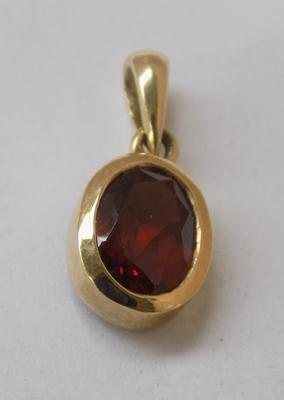 9ct gold red gemstone pendent