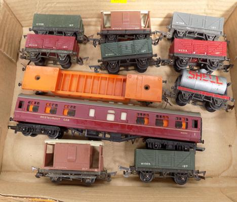Triang '00' gauge, 10 wagons + one coach