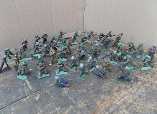 Large collection of collectors infantry soldiers - Harvey series 1970's