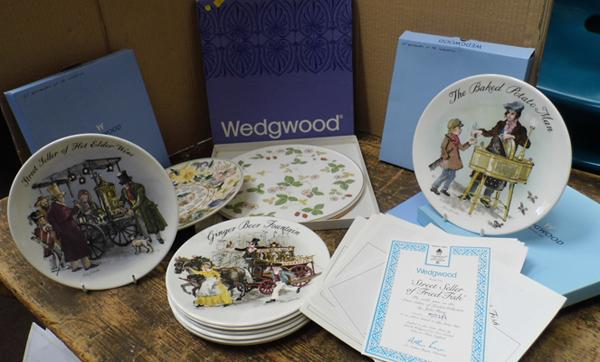 Selection of Wedgwood plates (some boxed) incl. set of Wedgwood plates by John Finnie - with certificate