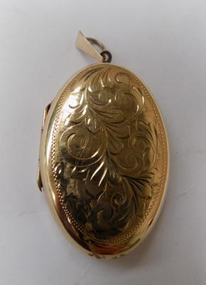 9ct gold large locket, approx. 1.5 inches in length