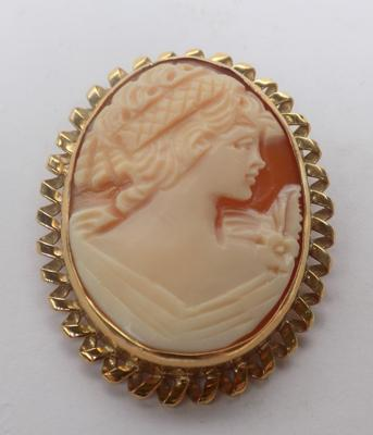 9ct gold Cameo brooch/pendant approx 1.5 inches