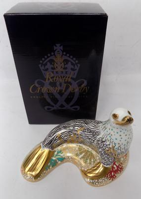 Royal Crown Derby sea lion paperweight, gold stopper