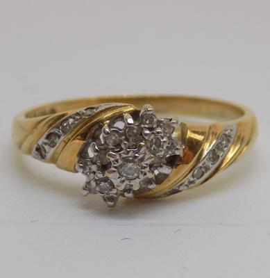 9ct gold diamond cluster ring - size P