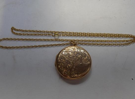 "9ct gold locket and chain - 22"" long"