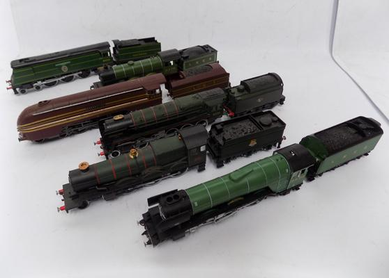 Collection of 6 model locomotives 00 size engines and tenders - not motorised