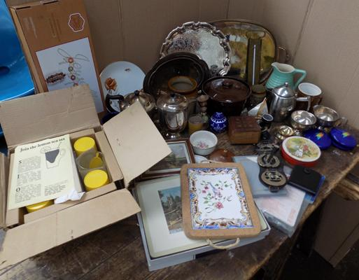 Box of vintage ceramics and collectables