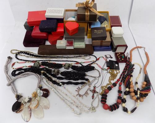 Selection of modern and vintage jewellery and magnetic earrings incl. empty jewellery boxes