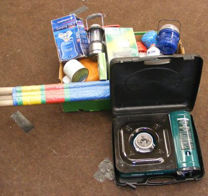 Collection of camping equipment, incl. wind break, gas stoves etc...