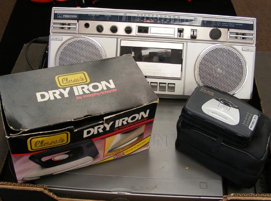 Box of electrical items, incl. retro radio cassette & Walkman
