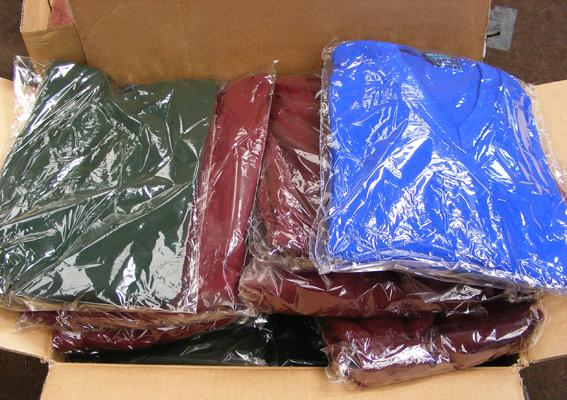 Box of 22 acrylic jumpers (mixed sizes/colours)