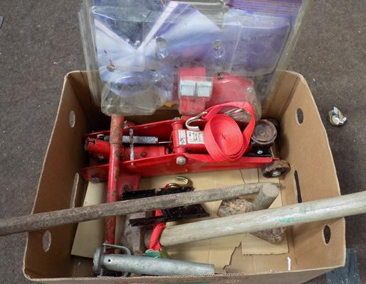 Box of car accessories incl. trolley jack etc.