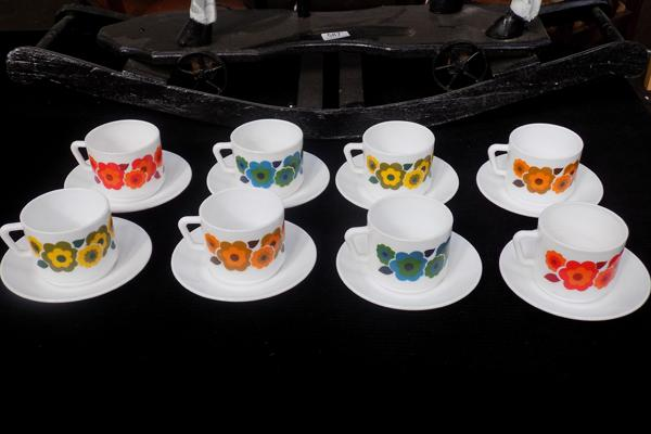 Set of 8 retro Arcopal cups & saucers