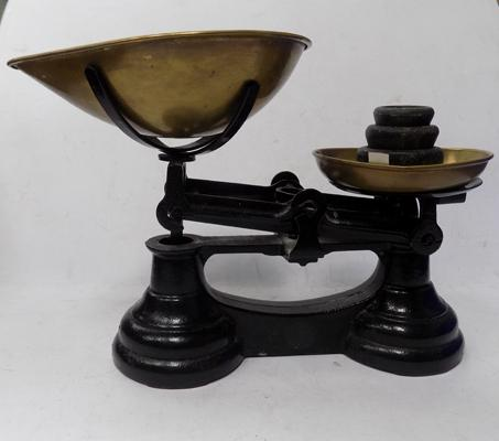 Set of scales with weights