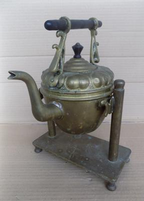 Brass kettle & stand approx 12 inches high