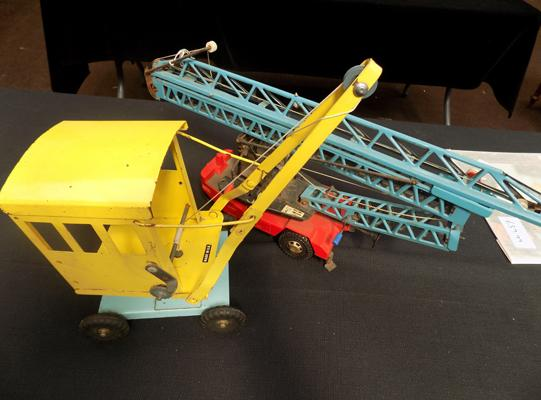 Pair of vintage tin plate cranes, incl. Triang