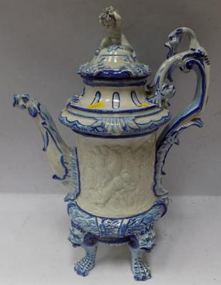 Large early Capodimonte, Filial Torrini Firenze, late 18th century, ceramic teapot (repaired foot, damage inside of lid rim)