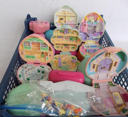 25x Polly Pocket Bluebird 1989/1995 containers and 7 figures