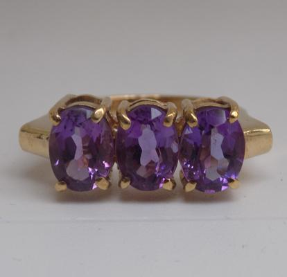 Large 9ct gold amethyst trilogy ring - size O 1/2