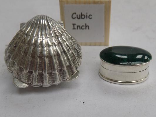 Small pill box with stone lid marked 925 and 800 silver shell shaped pill box