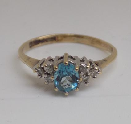 9ct gold diamond and blue topaz cluster ring - size K 1/2