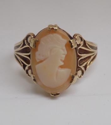 9ct gold cameo ring - size M 1/2