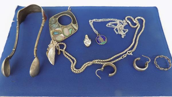 Selection of mixed silver & other collectables