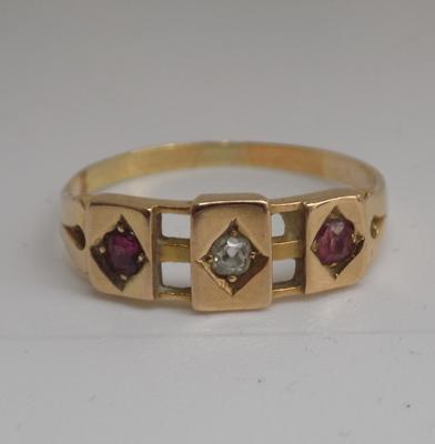 9ct gold (tested electronically) garnet and diamond ring - size Q
