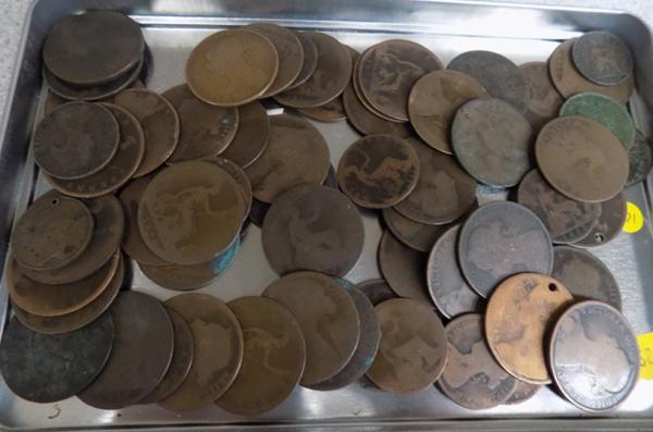 Tray of Victorian young head copper coins