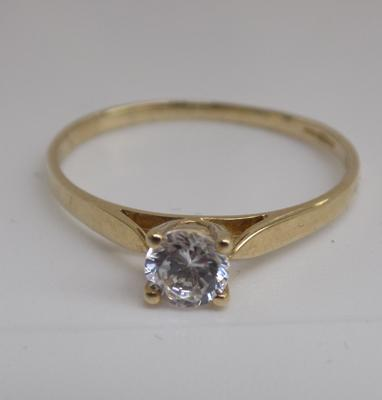9ct gold white stone solitaire ring - size N