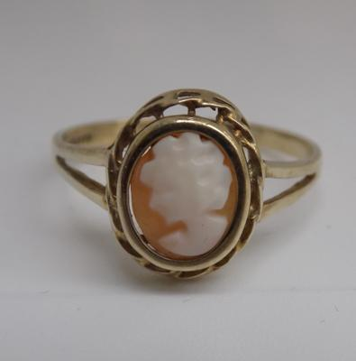9ct gold cameo ring - size P 1/2