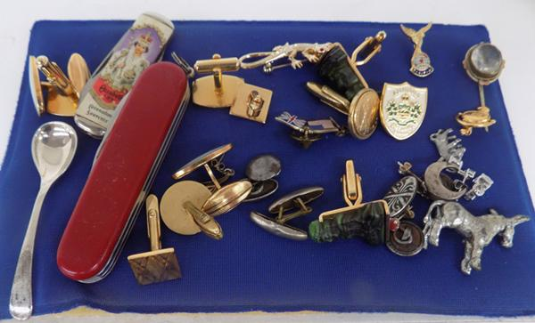 Tray of mixed collectables inc silver spoon & other silver items