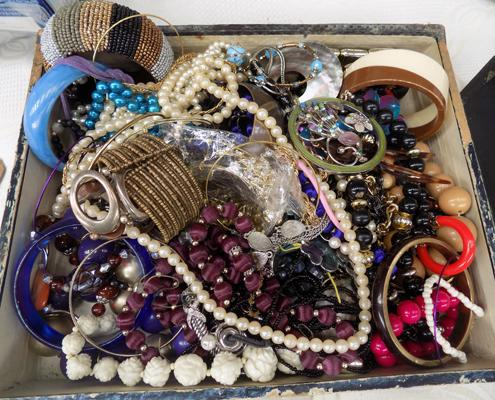 Good selection of costume jewellery, incl. vintage