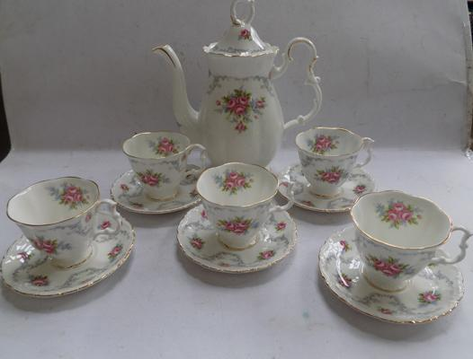 Royal Albert 'Tranquillity' pattern teapot & 5 cups & saucers