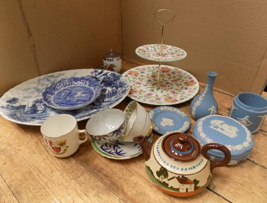 Box of collectables, incl. Wedgwood & Minton