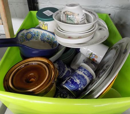 Box of mixed collectables, incl. Beatrix Potter, Wedgwood, Spode etc...