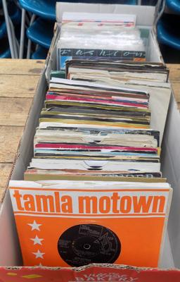 Large box of singles incl. Soul, Bowie & Bolan